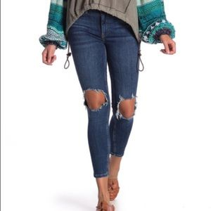 FREE PEOPLE Busted Skinny Jean in Midnight Blue